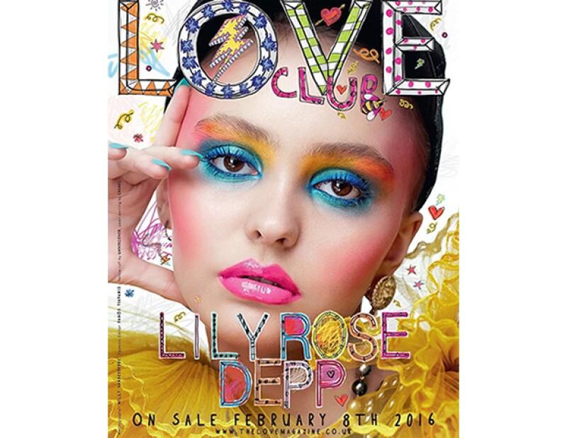 Lily-Rose Depp acaba de estrenar su primera portada junto a la revista LOVE y ha seguido los pasos de su madre, Vanessa Paradis, como imagen de Chanel. ¿Necesitamos más pruebas de que es cool?