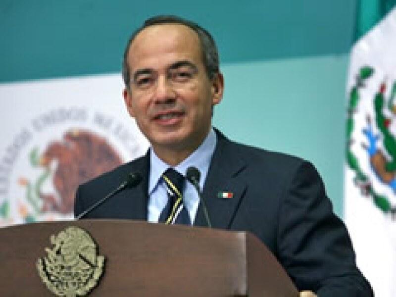 El presidente Felipe Calderón encabezará la delegación mexicana que asistirá al Foro de Davos. (Foto: Archivo)