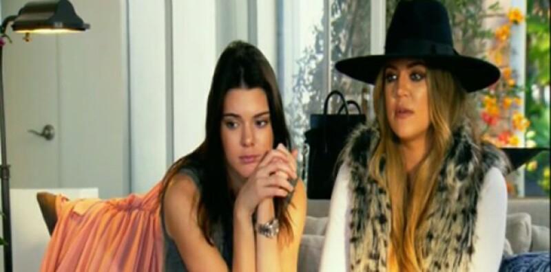 Kendall Jenner y Khloé Kardashian al escuchar a Bruce hablar sobre su operación de cambio de sexo.