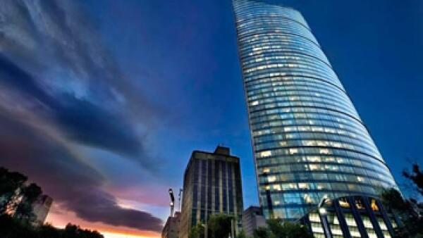 El rascacielos destaca por sus 225 metros de altura. (Foto: Tomada de Obrasweb.mx)