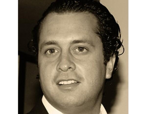 Ernesto Zedillo Jr. ejerce la profesión de arquitecto en varios despachos.