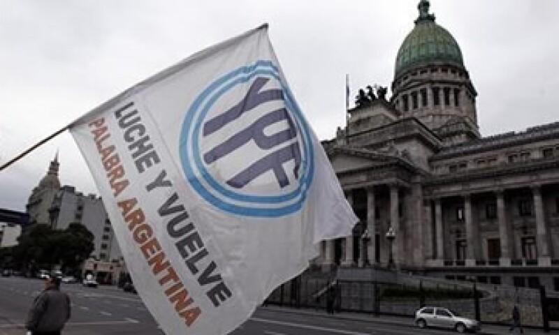 La presidenta, Cristina Fernández, promulgó el 4 de mayo, la ley para expropiar las acciones de YPF.   (Foto: Reuters)