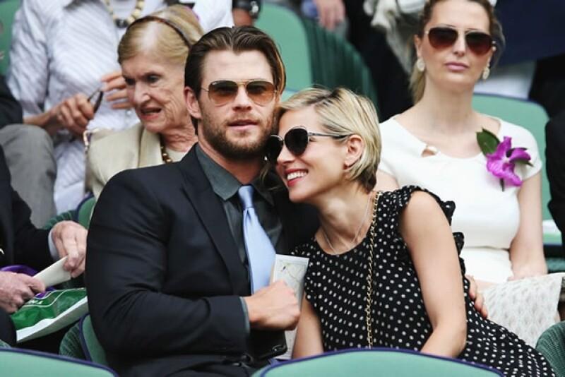 La actriz española que ayer cumplió años pasó el día con su guapo esposo en una pintoresca pradera, muy divertidos y enamorados.