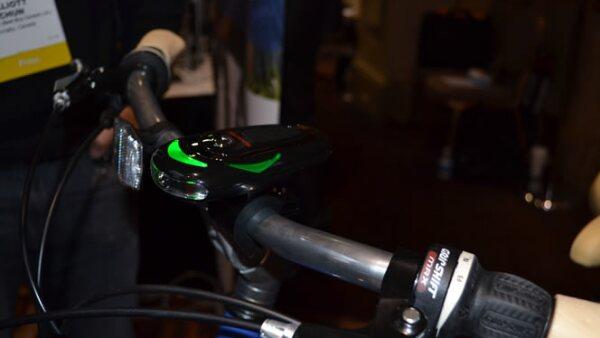 Es un aparato para ciclistas con el que puede programar la ruta deseada y dicta señalizaciones del camino a través de una voz.