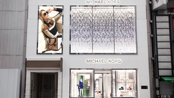 La firma americana abre su flagship boutique más grande del mundo en el renombrado distrito de Tokio, Japón. Estuvieron presentes celebridades internacionales y nacionales para celebrar la ocasión.