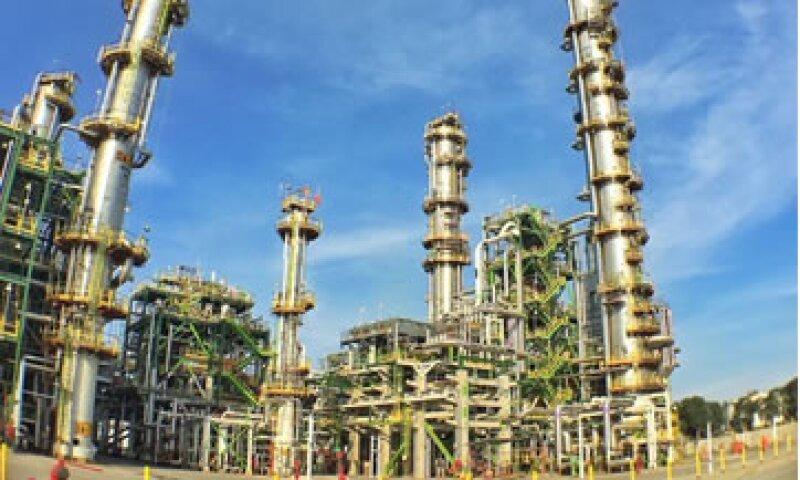 El gobierno mexicano destinará 4,825 mdd en la refinería de Tula únicamente para ampliar su capacidad de procesamiento de crudo. (Foto: Presidencia/Cortesía )
