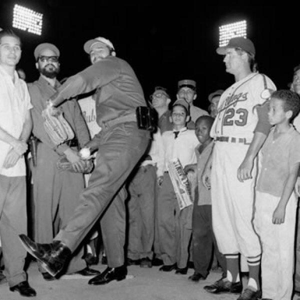 """Durante un tiempo corrió el rumor de que Fidel Castro hizo pruebas -en la década de los 40-, para ingresar en las Grandes Ligas, con el equipo de """"Los Senadores de Washington"""". La historia es falsa."""