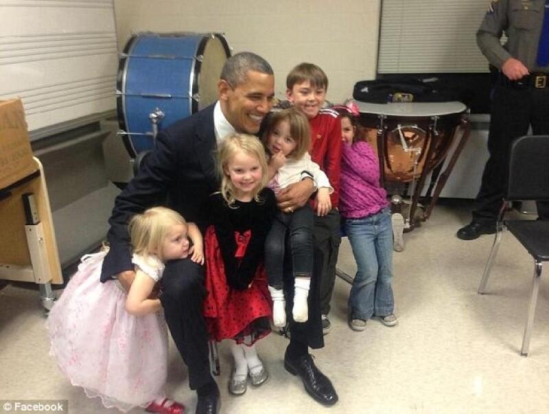 Obama se reunión con algunos de los pequeños que perdieron a familiares en el tiroteo.