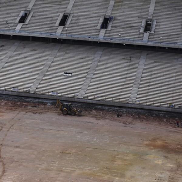 Una disputa sobre financiamiento amenazó con paralizar las obras del nuevo estadio, en un problema más para los organizadores.