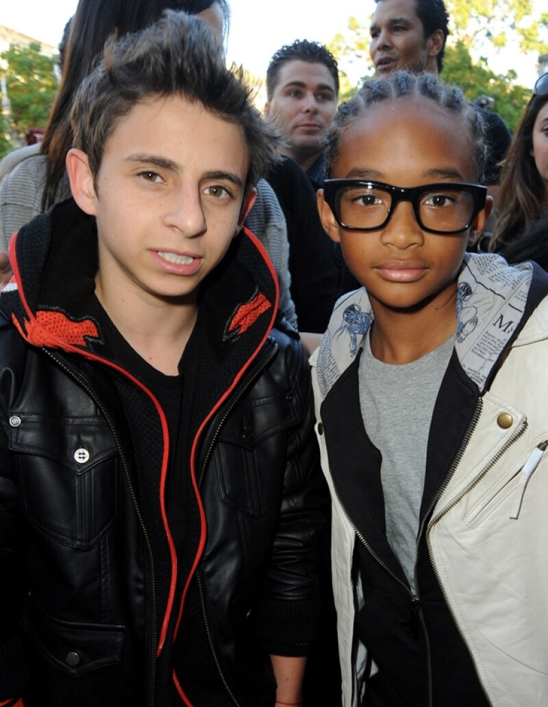 "Moises y el hermano de Willow, Jaden, durante la premier de ""The Perfect Game"" en 2010."