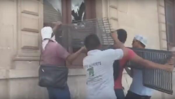El llamado a la protesta fue realizado por la organización civil Unión Ciudadana, que durante la campaña electoral brindó su apoyo al ahora gobernador electo Javier Corral.