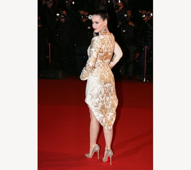 El look de la cantante fue todo un éxito en la red carpet de los premios.