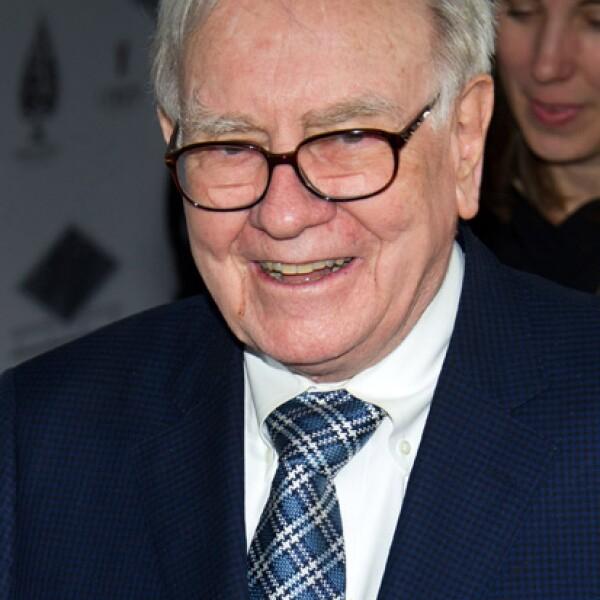 Warren Buffet, presidente de Berkshire Hathaway, cuyas arcas tienen un estimado de 44, 000 millones de billetes verdes, ocupó el tercer lugar.