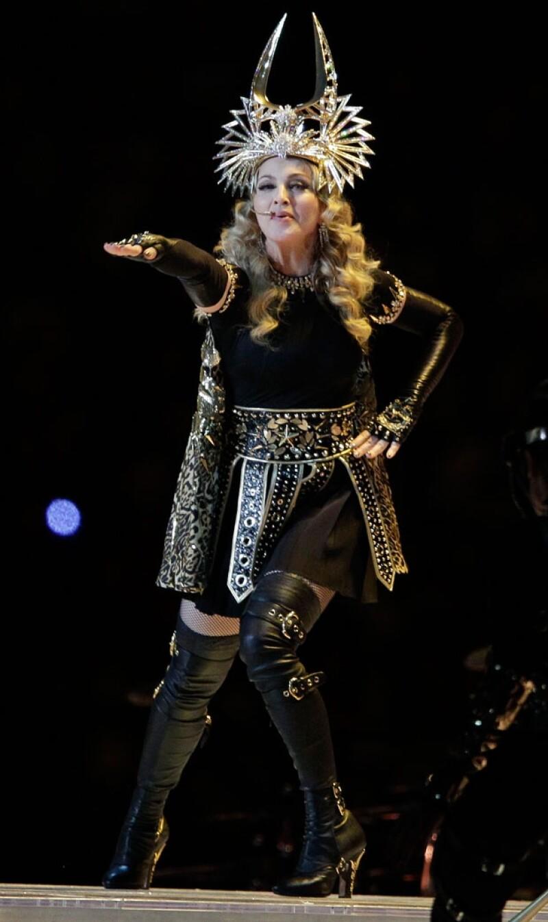 Madonna impactó con un coreografía, que fue armada por el equipo del Cirque du Soleil.