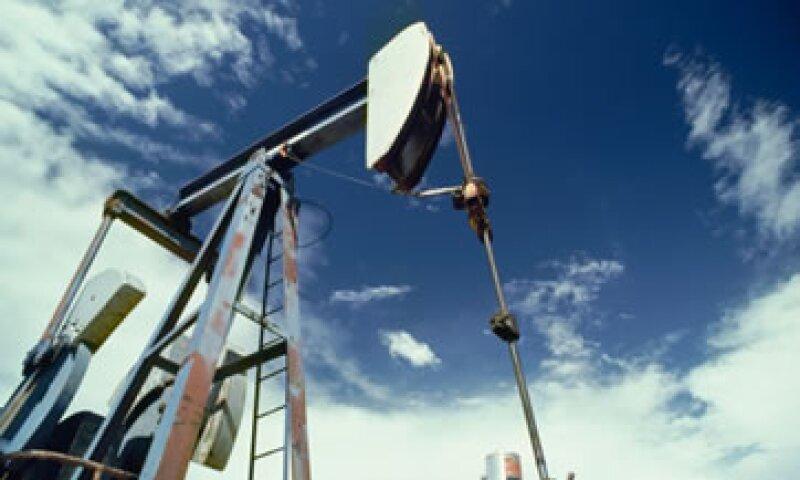 Una caída en los inventarios de petróleo en EU dio soporte a los precios. (Foto: Thinkstock)