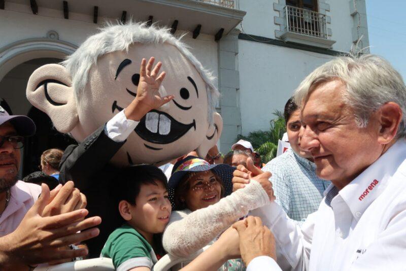 En Santa Catarina, Nuevo León, Andrés Manuel López Obrador aceptó debatir sobre la viabilidad del nuevo aeropuerto. Revisas sus cambios de postura.