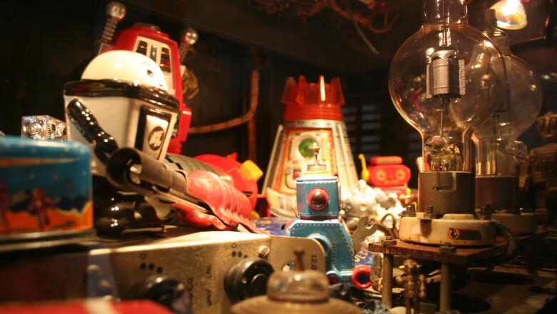 Esta colecci�n contrasta con materiales b�sicos, la historia de los juguetes
