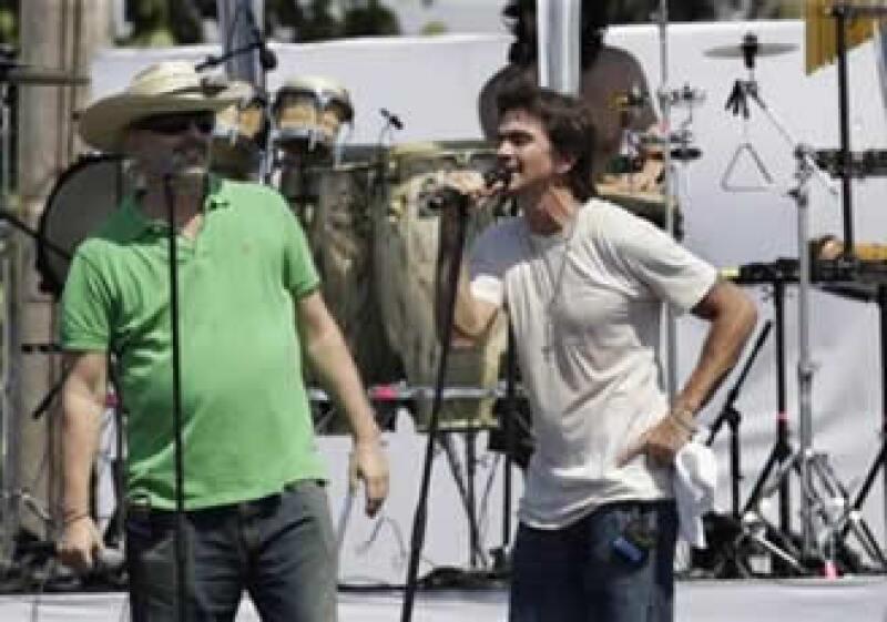 Miguel Bosé y Juanes, unidos por la paz sin fronteras (Foto: Reuters)