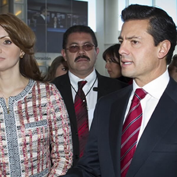 El precandidato del PRI a la presidencia del país, quien llegó con su esposa Angélica Rivero, aprovechó la Cumbre para exponer sus propuestas políticas con miras a los comicios de 2012. Antes, Claudio X. González respaldó su propuesta de permitir la inver