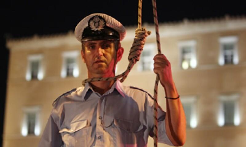 Los manifestantes recordaron al Gobierno que los suicidios reales han aumentado desde que comenzaron las medidas de austeridad. (Foto: AP)