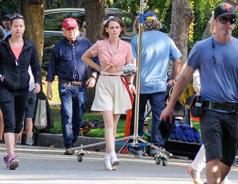 Estamos acostumbrados a verla con un estilo tomboy, pero para la nueva película de Woody Allen, la novia de Alicia Cargile se ha dejado ver muy ladylike.