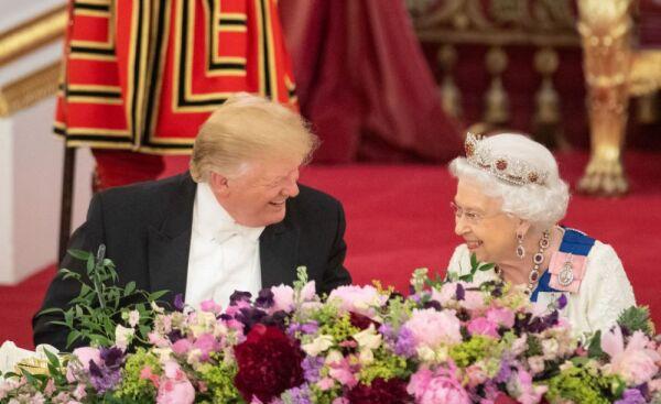 Donald Trump e Isabel II.jpg