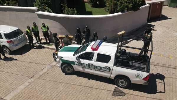 El exceso de vigilancia en las sedes diplomáticas de México Bolivia continúa de acuerdo con informes oficiales.