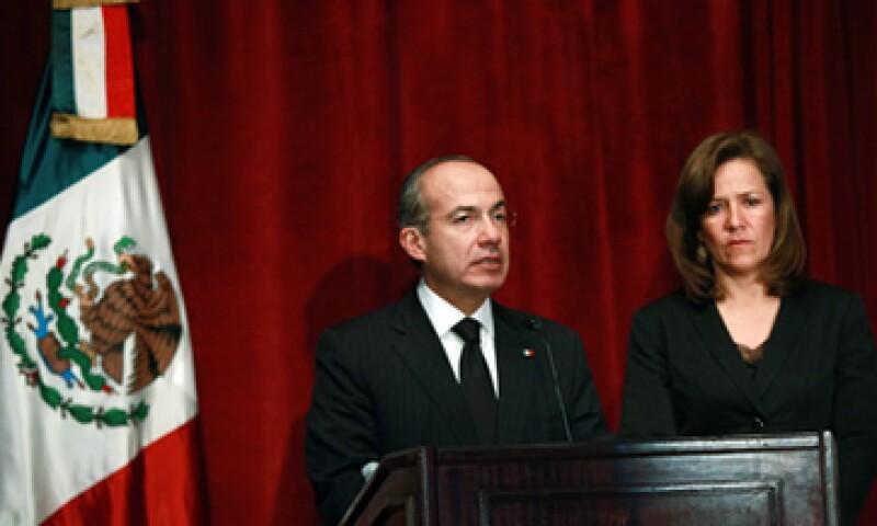 El presidente Felipe Calderón hizo un paréntesis en su visita para dar un mensaje por la muerte de Alonso Lujambio. (Foto: Notimex)