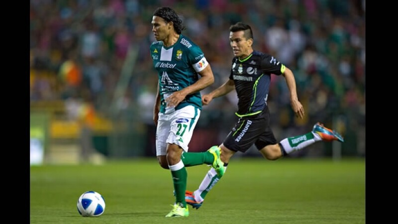 Carlos 'Gullit' Peña anotó un gol y contribuyó a la victoria de León ante Santos