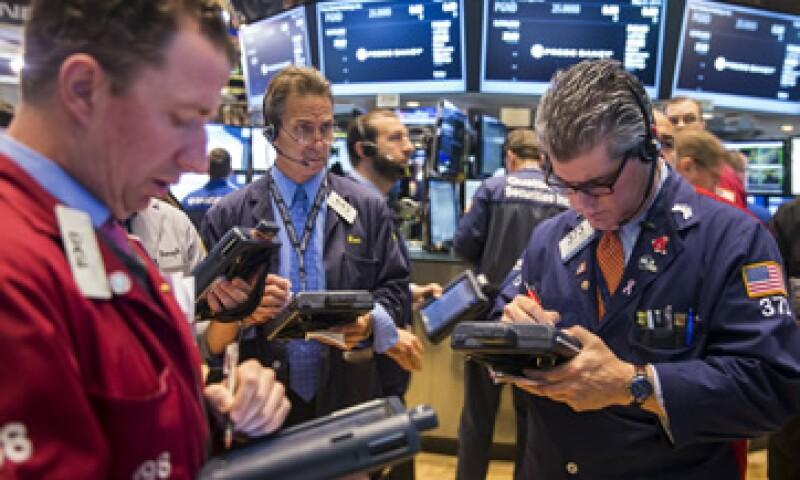 El índice Dow Jones cayó 1.04% a 18,041.54 puntos. (Foto: Reuters)