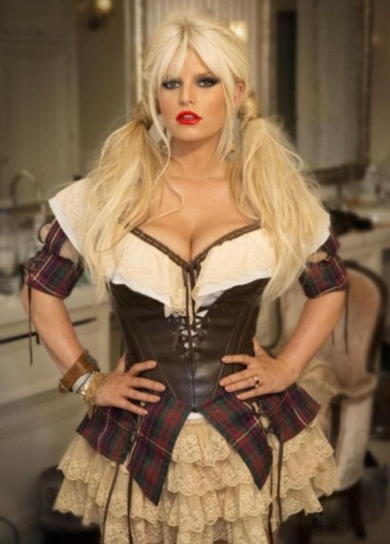 La cantante podría estar teniendo problemas con el programa de pérdida de peso, por estrés.