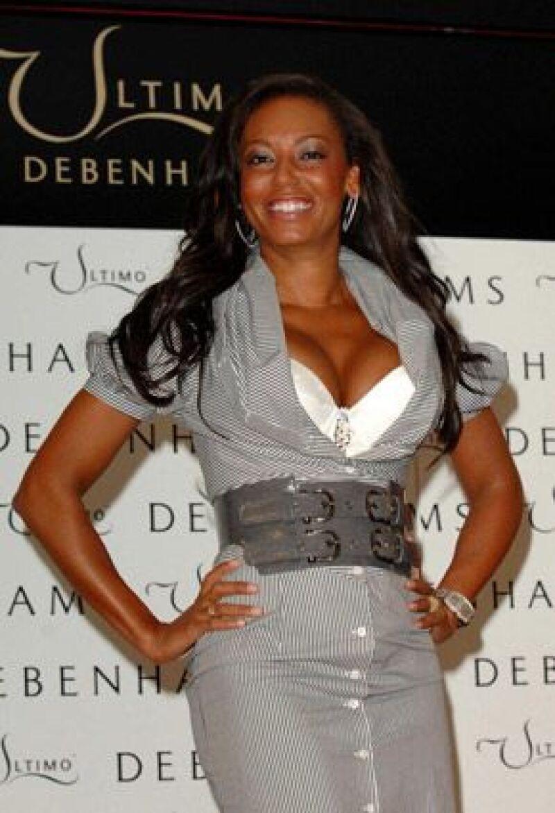 La ex Spice Girl afirma que su desnudez la limita para la intimidad de su habitación.