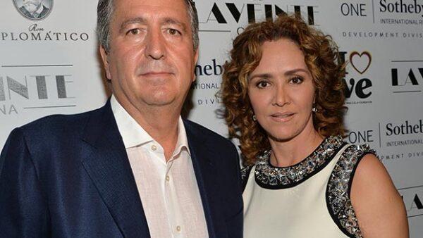 El empresario anunció que toma el control total de Grupo Omnilife-Angelíssima-Chivas y reconoció el rompimiento con su aún esposa; investiga posible fraude en su empresa.