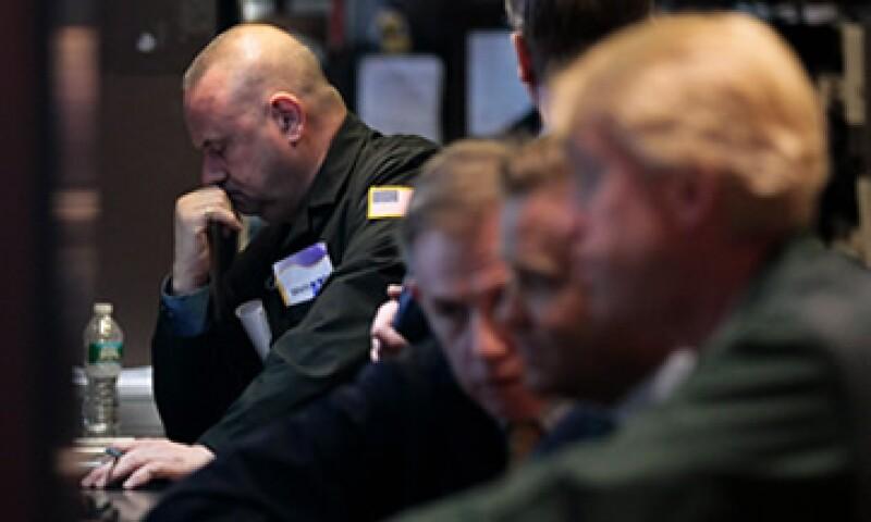 Las acciones en Wall Street se enfrentaron a una volátil sesión este martes. (Foto: Reuters)