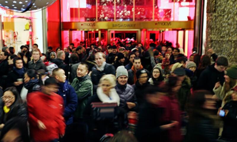 Se estima que el gasto en compras navideñas crezca hasta 600,000 mdd este año. (Foto: Getty Images)
