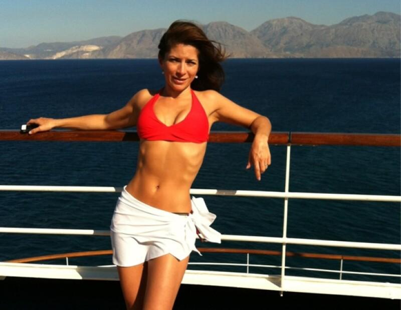 Alessandra mostró su bello cuerpo.