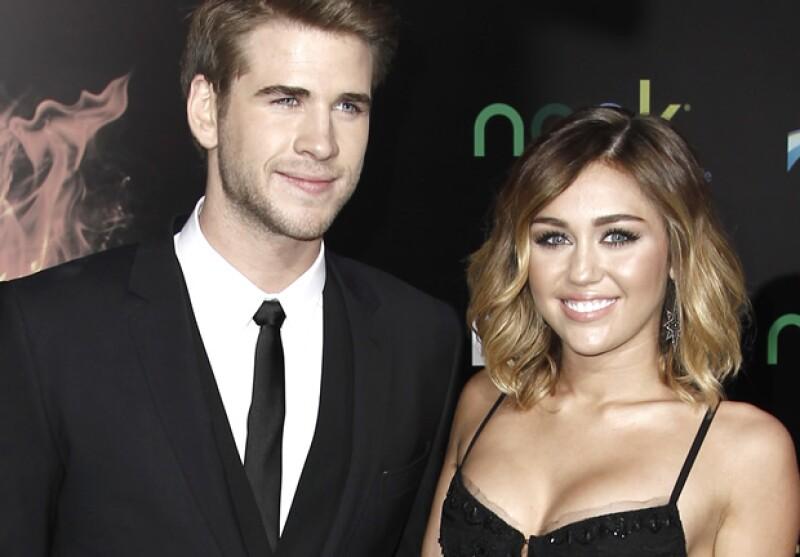 La cantante de 19 años está feliz luego de que el actor le diera el esperado anillo de compromiso, mismo que fue diseñado por Neil Lane.