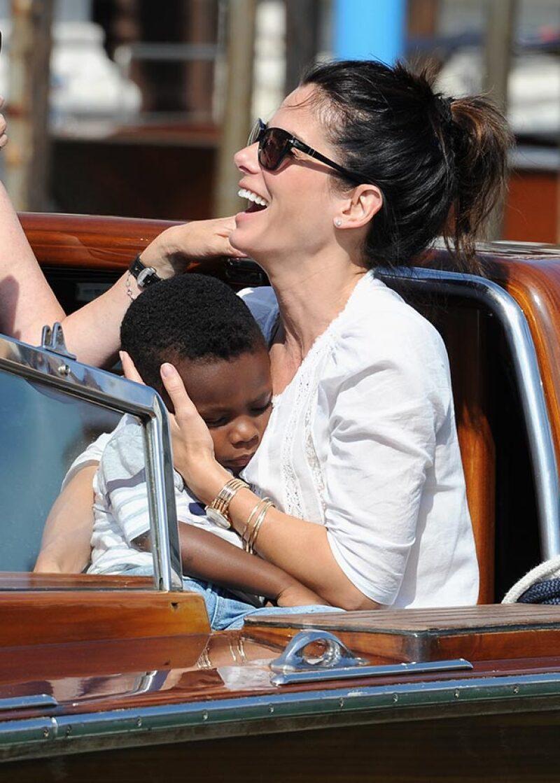 La actriz en un divertido momento con su hijo Louis.