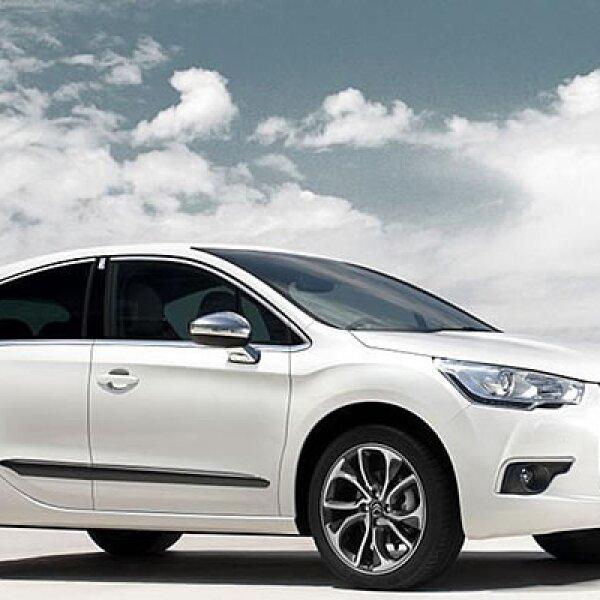 """El nuevo coupé de la marca contará con 5 puertas, con las manijas de las puertas traseras ocultas en el marco.  El diseño cambia ligeramente en la parrilla y en los detalles de luces LED, así como en los nuevos rines de 18"""" pulgadas."""