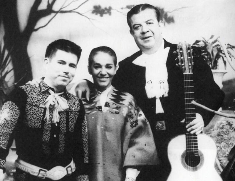 Chavela con Raúl (salterio) y el guitarrista Antonio Bribiesca.