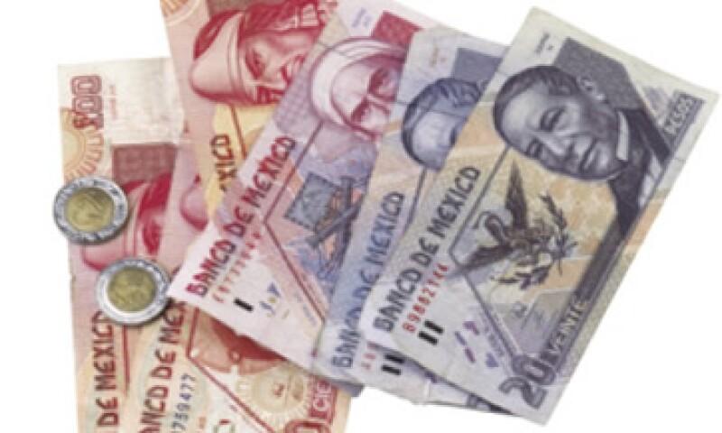 En ventanillas de bancos y casas de cambio el peso operaba en 13.15 a la venta. (Foto: Thinkstock)