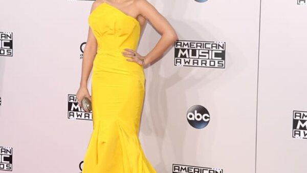 La británica llevó un vestido de Zac Posen a la recién entrega de los American Music Awards.