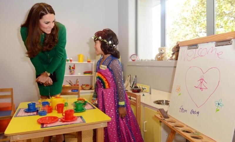 En el sexto día de visita por Australia y Nueva Zelanda, la Duquesa de Cambridge acudió a una estancia para enfermos terminales. Convivió con los pequeños y sus familias.