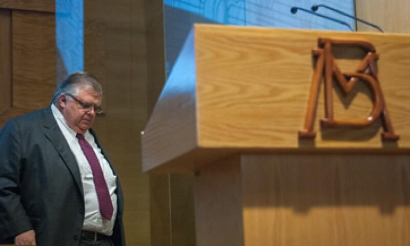El Banxico, dirigido por Agustín Carstens, enfrenta la presión de subir las tasas pese a la debilidad de la economía.  (Foto: Reuters)