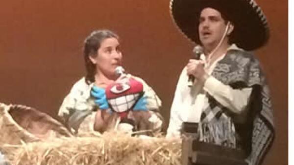 Con atuendos alusivos a la Revolución Mexicana, actores como Tiaré Scanda participaron en la ceremonia. (Foto: Tomada de @lacabaretiza )
