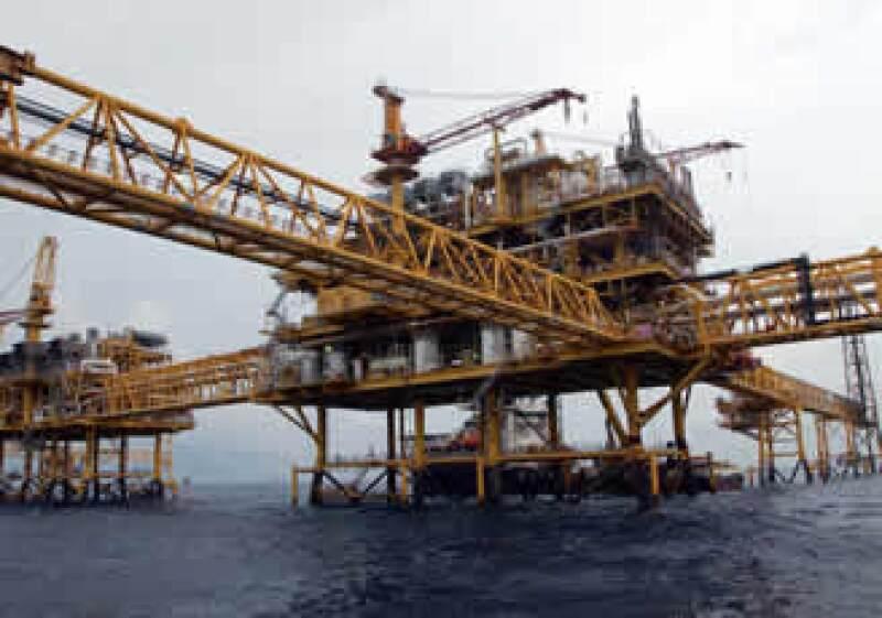 Pemex prevé incrementar su producción de crudo a 2.8 millones de barriles diarios en 2013. (Foto: Cortesía Pemex)
