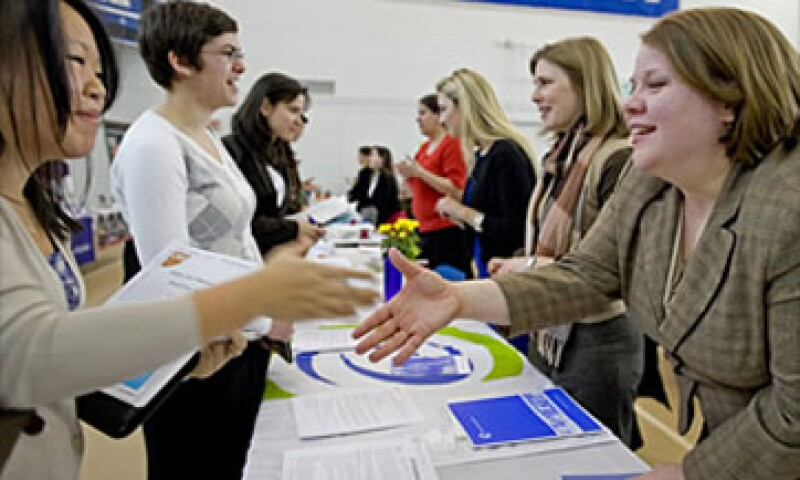 Bank of America es una de las empresas que aumentará contrataciones de recién graduados, al emplear a 1,300 en el 2011. (Foto: Cortesía Fortune)