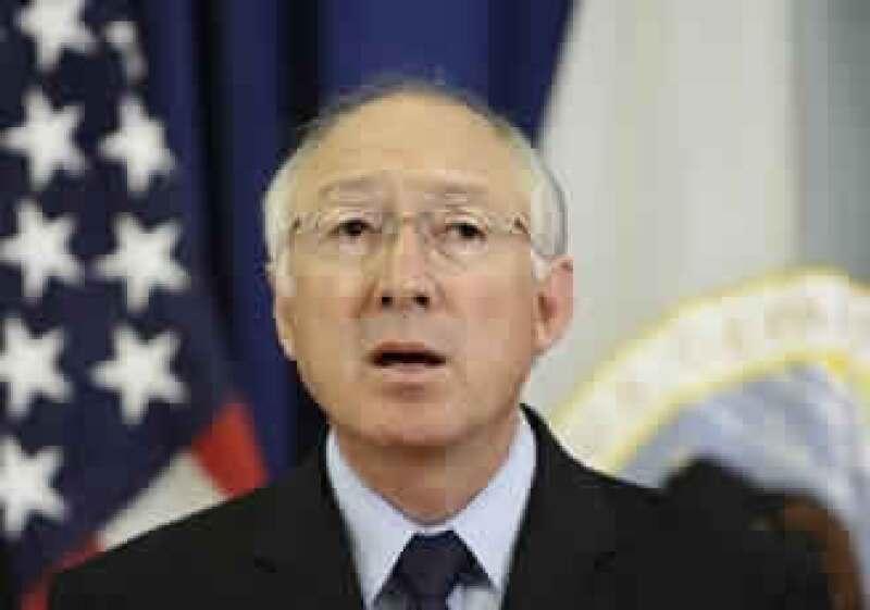 El secretario de Interior, Ken Salazar, compareció ante el Comité de Energía y Recursos Naturales del Senado. (Foto: AP)
