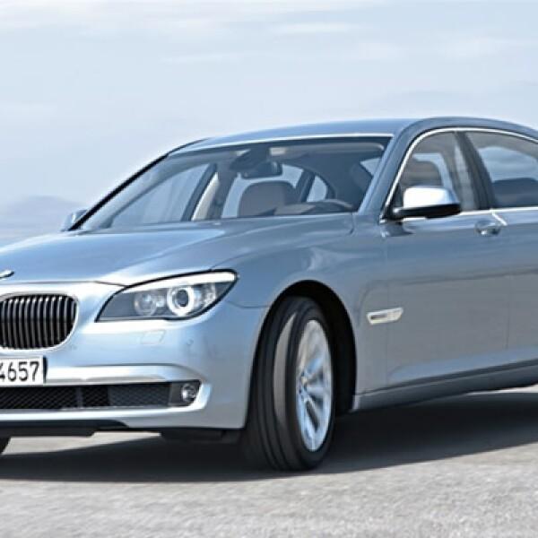 Está equipado con un motor V8 de gasolina con tecnología TwinPower Turbo, combinado con un motor eléctrico; el BMW ActiveHybrid 7 tiene una velocidad que va sincrinizada de hasta 160 km/h mediante sus dos motores.