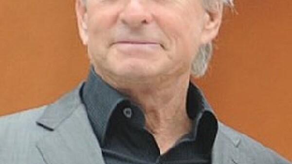 El actor de 65 años, ganador del Oscar por la cinta 'Wall Street', será sometido a radiación y quimioterapia.